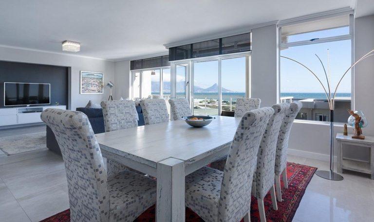 Jak dobrać stół do naszego salonu?
