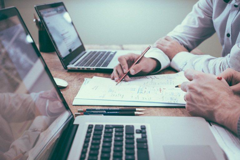 Usługi księgowe dla firm w UK – przykłady form pomocy
