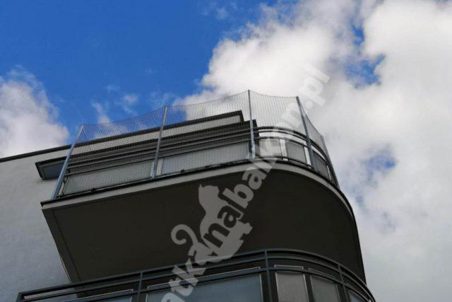 Siatki zabezpieczające balkony przed ptakami